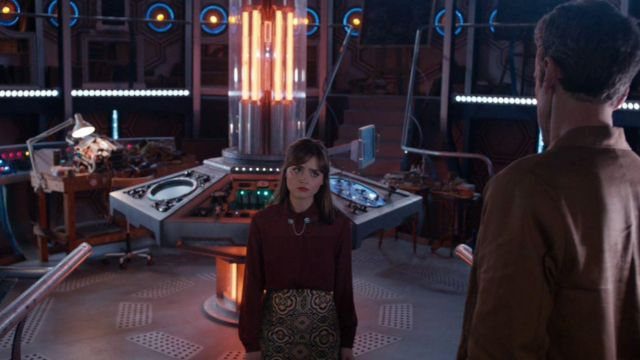 La jupe portée par Clara Oswald (Jenna Coleman) de la marque Topshop dans Doctor Who S08E06