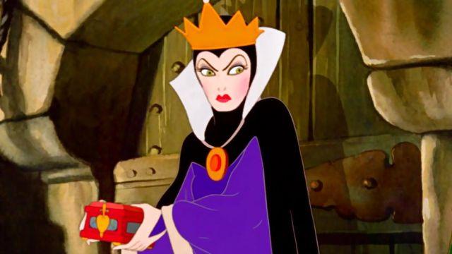 Le Costume De La Méchante Reine Dans Le Dessin Animé Blanche