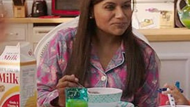 The pyjama pattern paisley version baby of Mindy Lahiri (Mindy Kaling) in The Mindy project S06E01