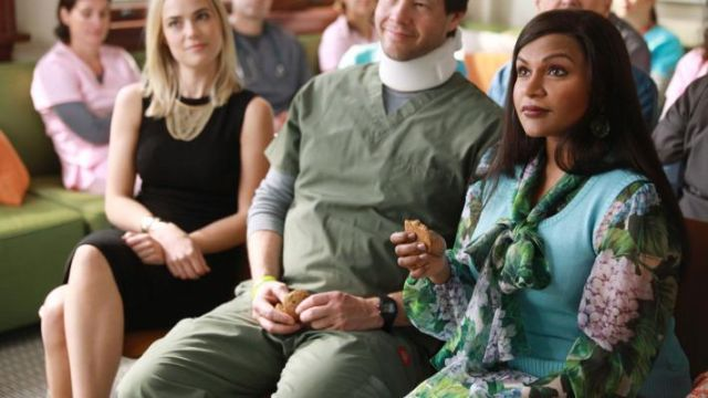 The blouse with flowers Dolce & Gabbana from Mindy Lahiri (Mindy Kaling) in The Mindy Project S06E01