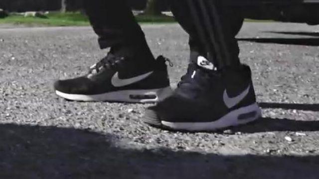 Les sneakers Nike Air Max Tavas dans le clip Top Album de