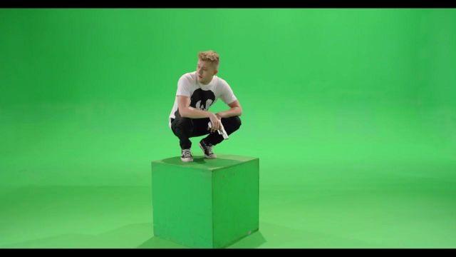 Les Converse Tchuck Taylor All Strar black dans le clip Eurotrap de Vald