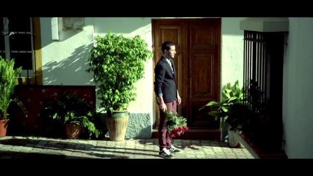 Les adidas gazelle dans le clip Bella de Maître Gims