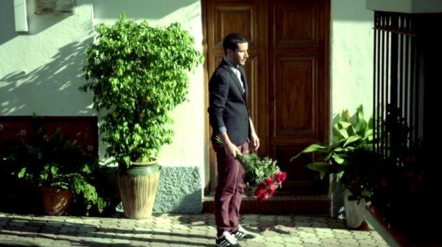 Les sneakers Adidas Gazelle dans le clip Bella de Maître Gims