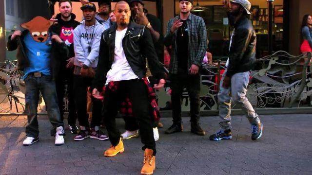 Les Timberland dans le clip Loyal de Chris Brown | Spotern