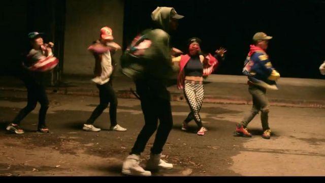Les Nike blanche de Chris Brown dans son clip