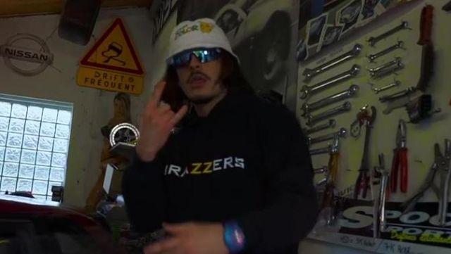 Le sweatshirt à capuche Brazzers de Lorenzo dans le clip Le son qui fait plaiz