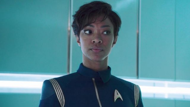 The badge Starfleet commander, carried by the Lieutenant Commander Michael Burnham (Sonequa Martin-Green) in Star Trek : Discovery S01E02