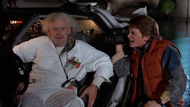 Le blouson sans manche rouge de Marty McFly (Michael J. Fox) dans Retour vers le futur