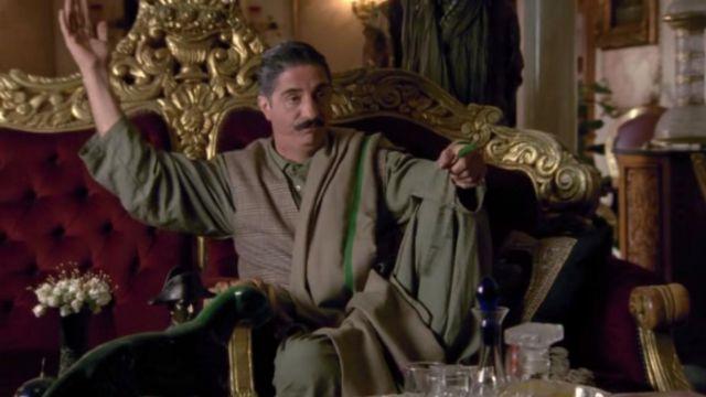 Le canapé rococo chez le Colonel Amanullah dans Kaboul Kitchen