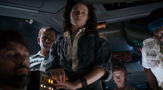 The watch Casio F-100 Ellen Ripley (Sigourney Weaver) in Alien