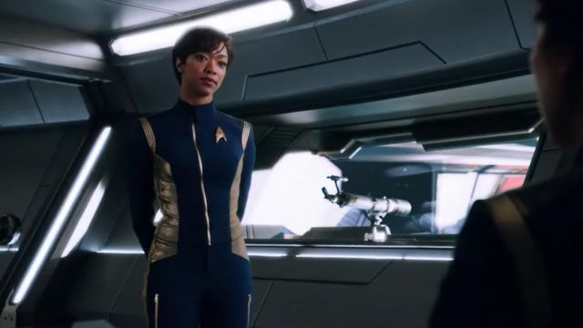 The uniform of the commander of Michael Burnham (Sonequa Martin-Green) in Star Trek, Discovery S01E01