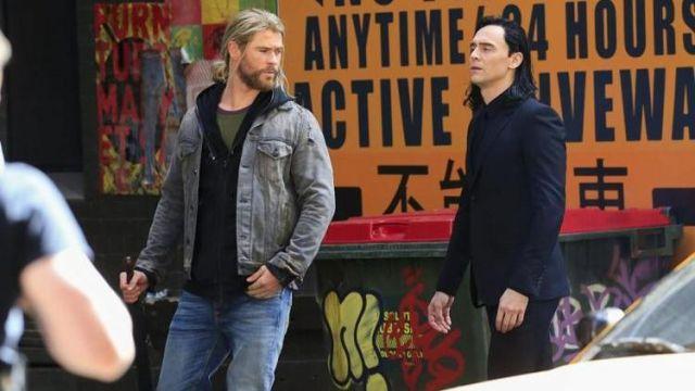 The Black Costume Gucci Loki Tom Hiddleston On The Set Of Thor Ragnarok Spotern
