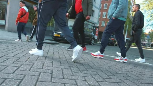 Sneakers Adidas Originals Stan Smith in the clip Popstar of