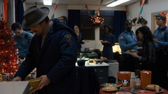 The jacket police blue Hawkins, Jim Hopper (David Harbour) in Stranger Things Season 1 Episode 8