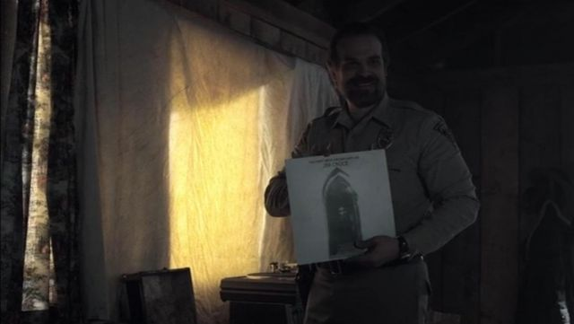 The disc vinyl of Jim Croce that holds the Head Hopper (David Harbour) in Stranger Things S02E03