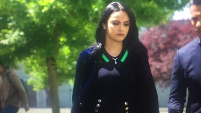 The blue coat night Veronica Lodge (Camila Mendes) in Riverdale S02E02