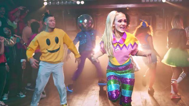 Le sweat smiley dans le clip Je sais pas danser de Natoo