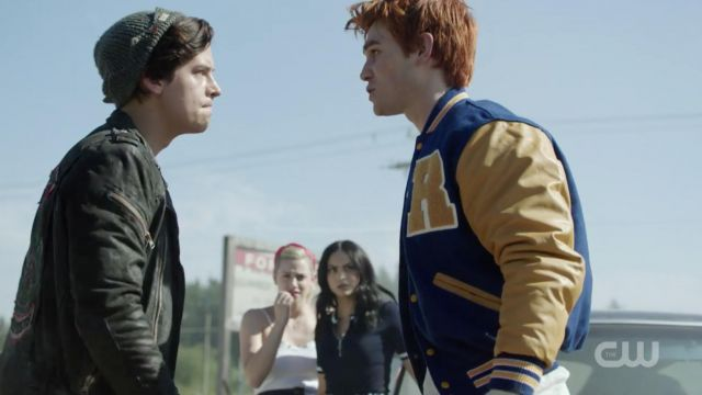 The top dark Wilfred Free Veronica Lodge (Camila Mendes) in Riverdale S02E06