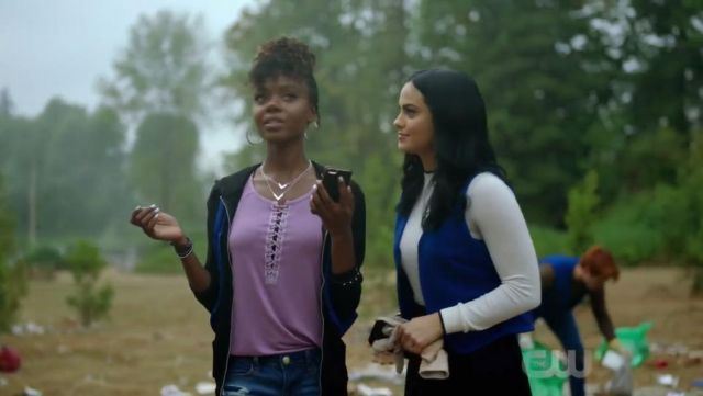 The sweat cream Sunday Best of Veronica Lodge (Camila Mendes) in Riverdale S02E06
