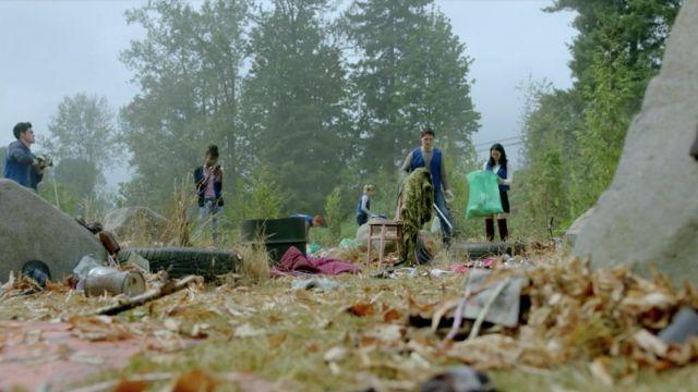 The black skirt Sandro Veronica Lodge (Camila Mendes) in Riverdale S02E06