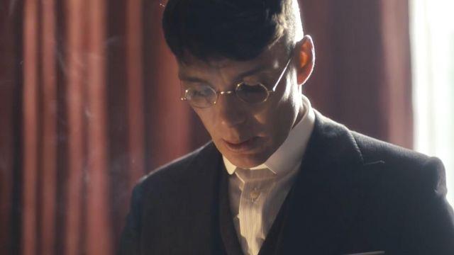Les montures de lunettes 1920 de Thomas Shelby (Cillian Murphy) dans Peaky Blinders S04E01