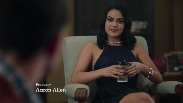 The sleeveless top of Veronica Lodge (Camila Mendes) in Riverdale 1x03