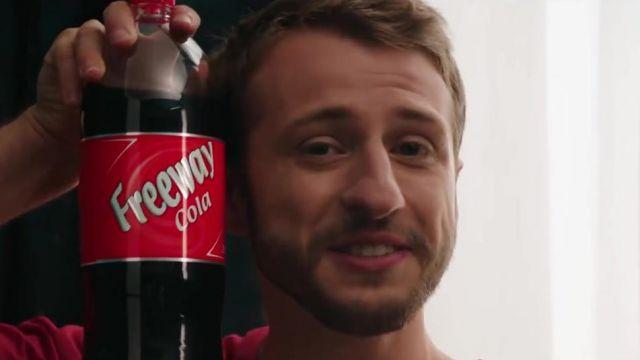 La bouteille Freeway Cola de LIDL dans le clip Placements de produits de Squeezie (ft Maxenss)