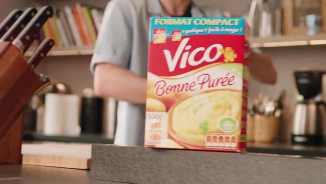 La purée Vico Format Compact dans le clip Placements de produits de Squeezie (ft Maxenss)