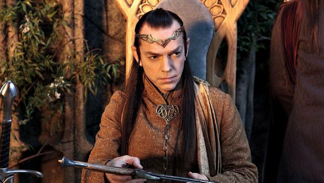 La couronne d'Erlond (Hugo Weaving) dans Le Hobbit Un Voyage Inattendu