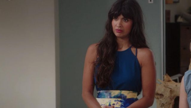 The top blue H&M Ms. Al-Jamil (Jameela Jamil) in The Good Place S01E11