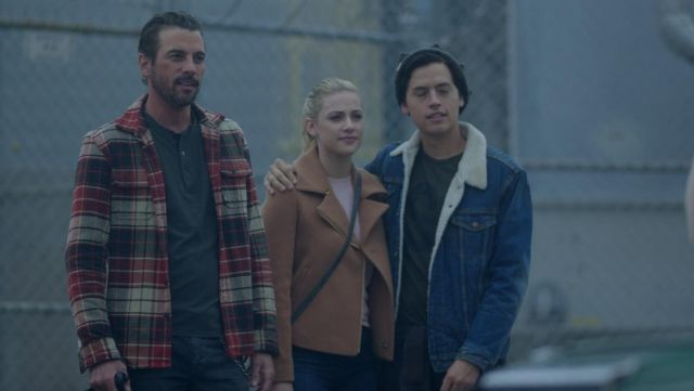 The bomber jacket camel Scotch & Soda Betty Cooper (Lili Reinhart) in Riverdale S02E08