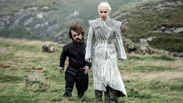 manteau blanc fourrure daenerys