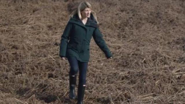 Les bottes noires Hunter de Cath Hardacre (Jodie Whittaker) dans la série Trust Me S01E03