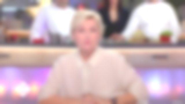 La chemise nude à motifs dorés de Anne-Elisabeth Lemoine dans l'émission C à vous du 28/12/2017