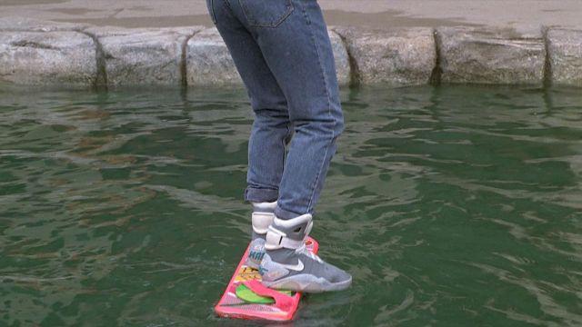La paire de Nike Air Mag de Marty McFly (Michael J. Fox) dans Retour vers le futur 2