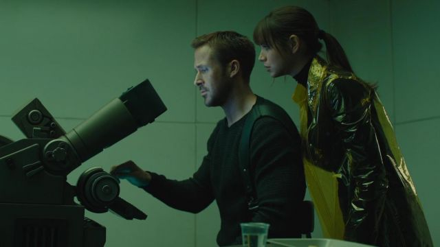 The waterproof transparent yellow Joi (Ana de Armas) in Blade Runner 2049 | Spotern