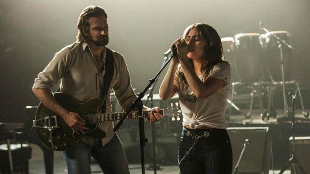 La chemise beige de Jackson Maine (Bradley Cooper) dans A star is born