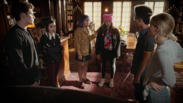 Sneakers Vans SK8 roses of Molly Hernandez (Allegra Acosta) in Marvel's Runaway's S01E09