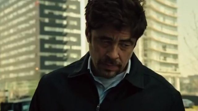 The light blue shirt of Alejandro Gillick (Benicio del Toro in Sicario : The Day of The Soldado