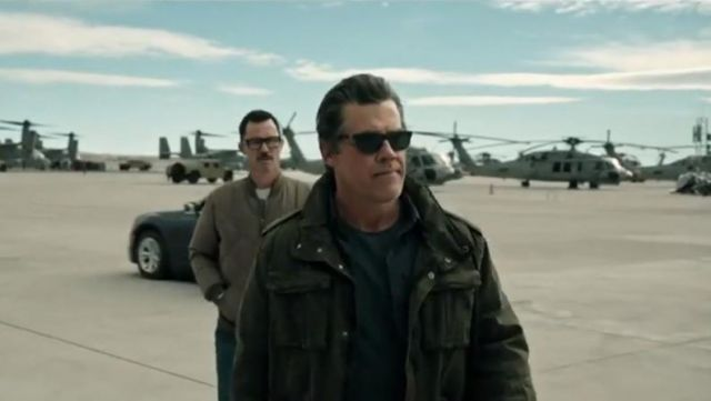 The shirt dark grey Matt Burn (Josh Brolin) in Sicario: The Day of Soldado