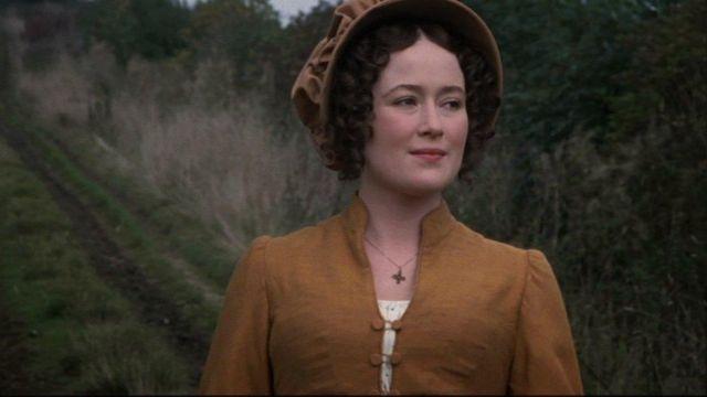 The cross pendant Regency of Elizabeth Bennet (Jennifer Ehle) in Pride and Prejudice
