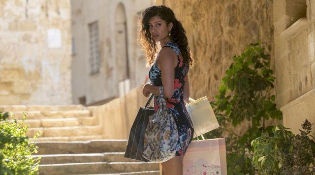 La robe à fleurs de Kala Dandekar (Tina Desae) dans Sense8