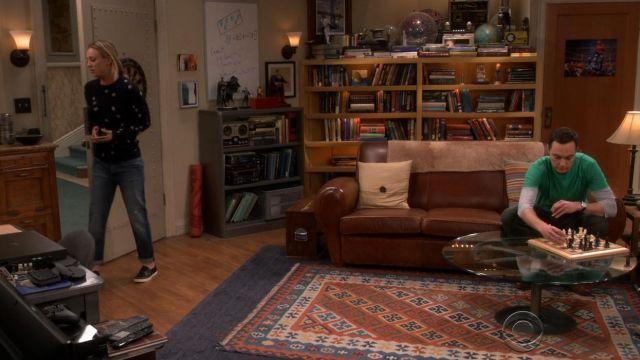 Le jean boyfriend de Penny (Kaley Cuoco) dans The Big Bang Theory S10E13 S10E16