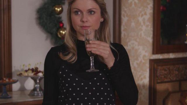 The polka dot dress Amber (Rose McIver