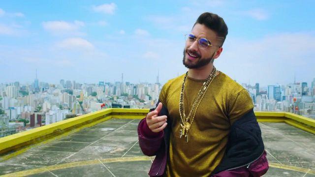 D'or de T-Shirt comme on le voit dans Corazón clip vidéo de Maluma feat. Nego do Borel