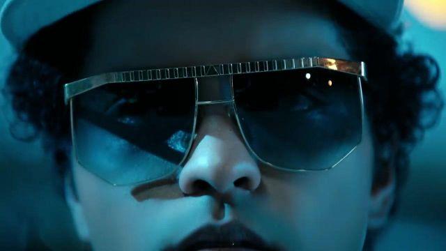 Voit Soleil Portées Le Lunettes Mars Dans On Par De Les Bruno Comme 1KlFJc