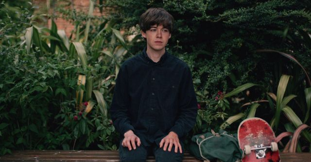 The black shirt of James (Alex Lawther) in The End Of The F***ing World S01E01