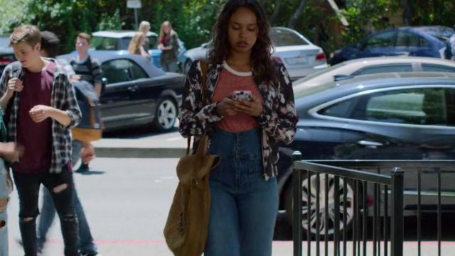 The jeans worn by Jessica Davis (Alisha Boe) in 13 Reasons Why S02E02