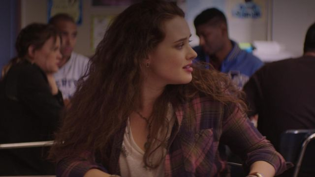 The necklace worn by Hannah Baker (Katherine Langford) in 13 Reasons Why S01E07